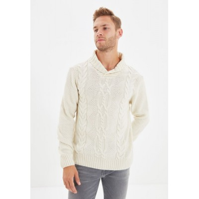 Men Trendyol white Shawl Neck Cable Knit Sweater 21CKT3468